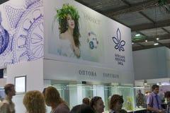 Bås för Kyiv smyckenfabrik under vårjuvelerare  Royaltyfria Bilder