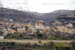 Bsharri och berg royaltyfri foto