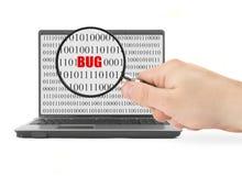 Búsqueda para el insecto del ordenador Fotos de archivo libres de regalías