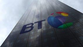 BT Group logo på reflekterande moln för en skyskrapafasad Redaktörs- tolkning 3D Royaltyfri Foto