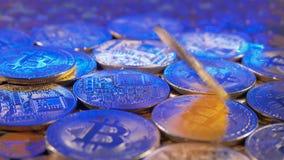 BTC bitcoin pieniądze wartości wirtualny znak wiruje zbiory wideo