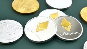 BTC-, ETH- und LTC-Münzen stock video footage