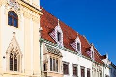 Bâtiments de vieux hôtel de ville à Bratislava Photographie stock libre de droits