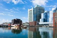 Bâtiments modernes dans le bord de mer financier de secteur à Boston Photographie stock libre de droits
