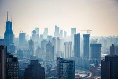 Bâtiments modernes de ville pendant l'après-midi Photographie stock libre de droits