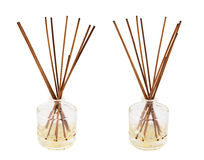 Bâtons d'arome dans un flacon en verre d'isolement Images stock