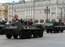 BTR-82 бронетранспортер катят 8x8, который земноводный и шахт-упорной защищенный засадой тайфун бронированных транспортных средст Стоковое Фото