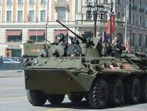 BTR-82A русский бронетранспортер катят 8x8, который земноводный (APC) с морскими пехотинцами Стоковая Фотография RF