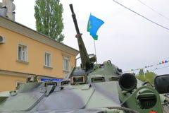 BTR-80 APC auf der Straße in Victory Day Russland Stockfotos