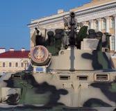 BTR-82A Front View Zie de module met wapens Op spo stock fotografie