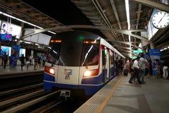 BTS天空火车,到达曼谷迅速的系统驻地 免版税库存照片