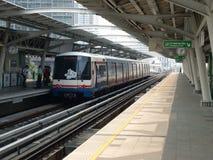 BTS oder Himmel-Serie an einer Bangkok-Station Lizenzfreie Stockfotos