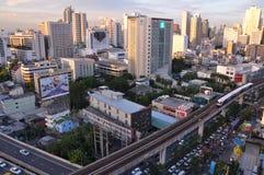 BTS Skytrain在高的路轨,曼谷- 7月20跑 库存照片
