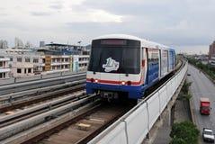 BTS Skytrain in Bangkok - het Systeem van de Doorgang van het Spoor van de Massa Stock Afbeeldingen