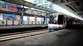 BTS or Skytrain in Bangkok Thailand. BTS or Skytrain stop receive people at Prathumwan Station in Bangkok Thailand stock video