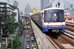 BTS Skytrain in Bangkok viert Dertien Jaar Stock Fotografie
