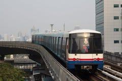 BTS Skytrain i Bangkok Arkivbilder