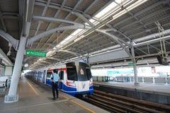 Bts-skytrain på den Bangna stationen Fotografering för Bildbyråer