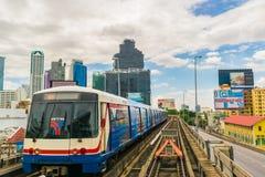 BTS till och med Bangkok kollektivtrafik Arkivbilder