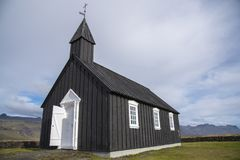 Buðir黑人教会, Snæfellsness半岛3的南部的边缘 免版税库存图片
