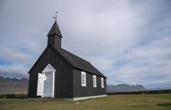 Buðir黑人教会, Snæfellsness半岛4的南部的边缘 免版税图库摄影