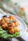 Buñuelo del pollo rematado con la salsa Foto de archivo