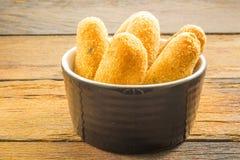 Buñuelos de los bacalaos o tortas de bacalaos, un aperitivo tradicional en el Po fotografía de archivo