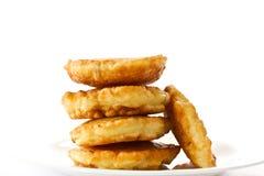 Buñuelos fritos en una placa blanca Foto de archivo