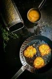 Buñuelos fritos frescos deliciosos de la patata Imagenes de archivo