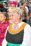 Bułgaria Starsza kobieta w świątecznym krajowym kostiumu na Nestenar grach w wiosce Bulgarians Zdjęcie Royalty Free