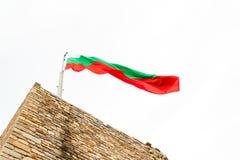 Bułgarska flaga na górze Tsaravets fortecy Obrazy Stock
