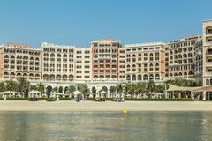 Bu Dhabi, Verenigde Arabische Emiraten, 10 Juni, 2017: Ritz-Carlton Hotel Stock Afbeelding