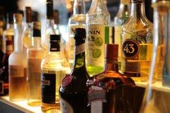 A bu en de bar liqueur dans la barre Image libre de droits