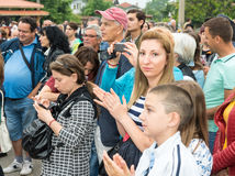 Bułgaria Widzowie koncert na Nestenar grach w wiosce Bulgarians Obraz Royalty Free