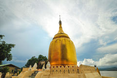 Bu Paya塔金黄stupa  免版税库存照片