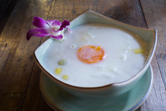 Bua Loi苍白的Kai,在椰子奶油的南瓜球 免版税库存图片