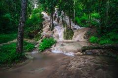 Bua tång (klibbig vattenfall) i Chiangmai Arkivbilder