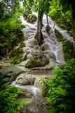 Buatong vattenfall - Chetsi vår Forest Park Fotografering för Bildbyråer