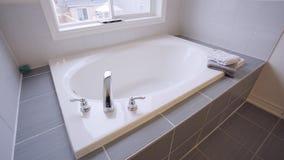 Bubbelpool med handduken på sidan stock video