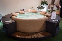 Bubbelpool på skärm på HOMI, internationell show för hem i Milan, Italien Royaltyfri Fotografi
