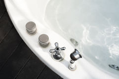 Bubbelpoolbadet badar Arkivfoto