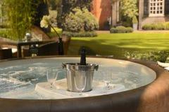 Bubbelpoolen som är varm badar Fotografering för Bildbyråer