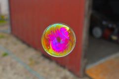 Bubbla i ljust rött Royaltyfri Fotografi