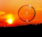 Bubblaabstrakt begrepp på natten i soluppsättning Arkivfoton