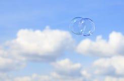 Bubblar mot blåttskyen Arkivfoton