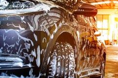 Bubblawashskum på bilen arkivfoto