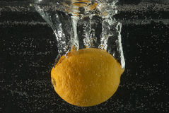 bubbles citronen Royaltyfria Foton