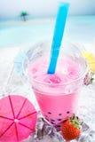 bubbles läcker jordgubbetea arkivbilder