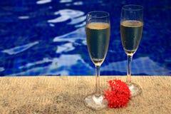 bubbliga champagneexponeringsglas två Royaltyfria Foton