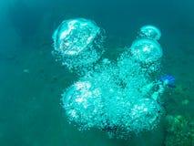 Bubblor från en dykare Royaltyfri Fotografi